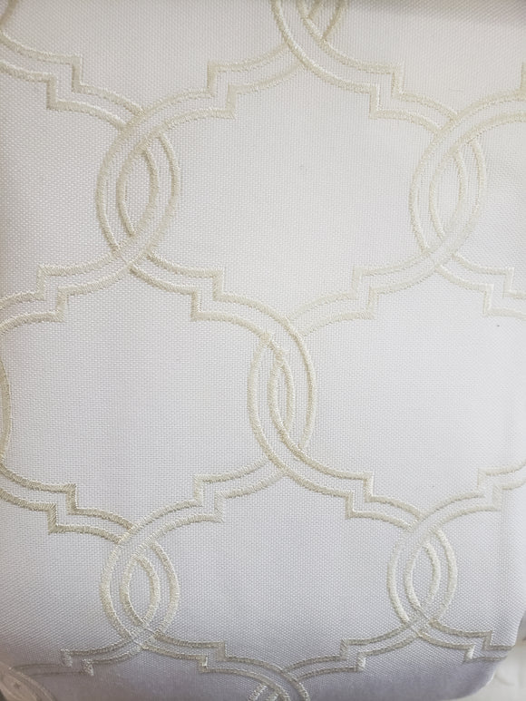 Embroidered off white / Fabric white, 03679