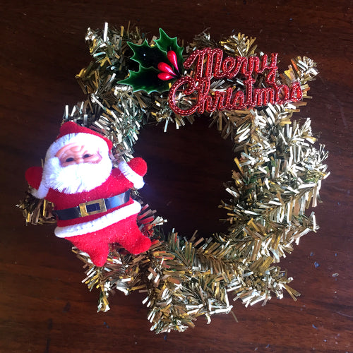 Christmas Kitsch Mini Wreath in Gold