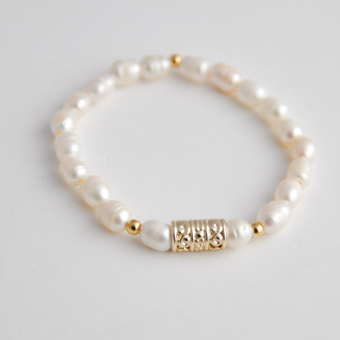The Alyssa Freshwater Pearl Stretch Bracelet