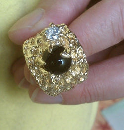 Close up of the black sapphire on the Golden Nugget Ring.