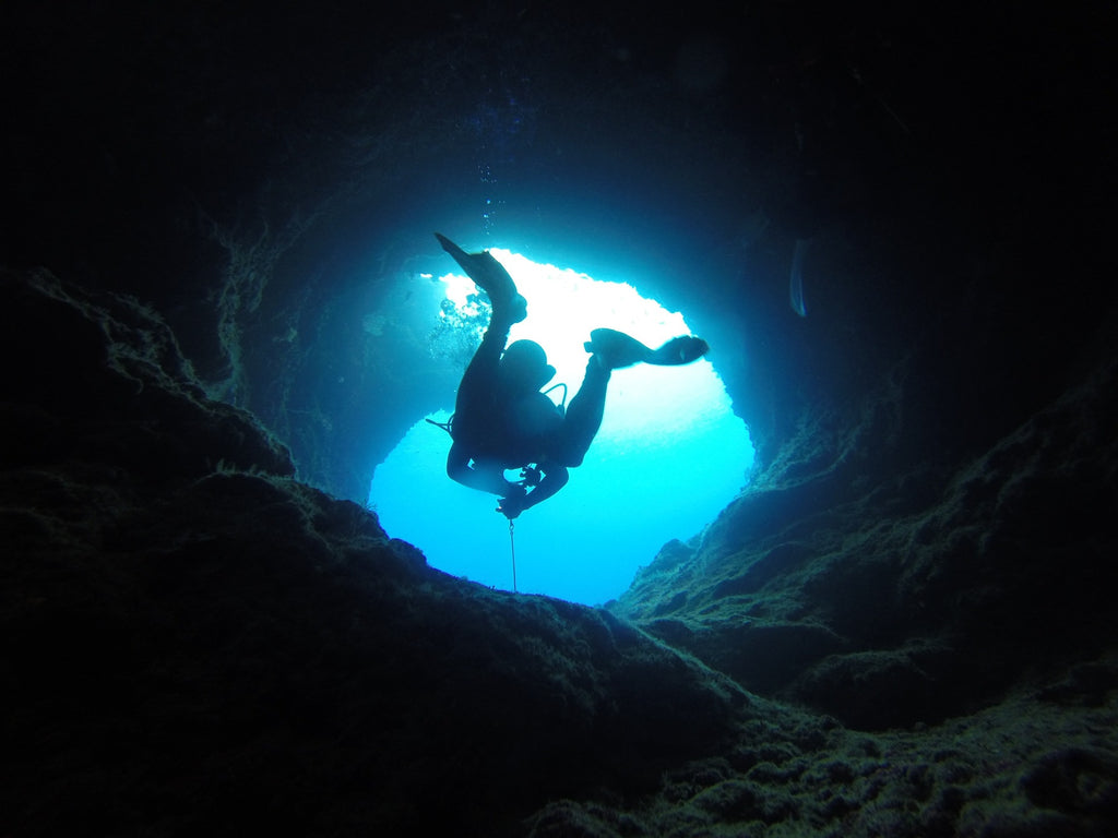 10 tips for selecting underwater dive lights for cave diving