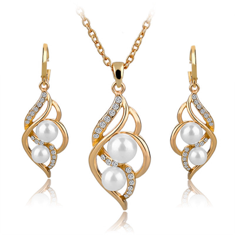 ShopiHub Gold White Necklace and Pearl Earrings
