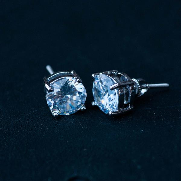 Round Cut Diamond Earrings in White Gold - The Jewelry Plug