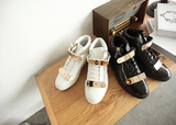 Mens Trendy Gold Buckle Casual Sneakers