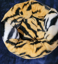 Small Super Plush faux fur round bed