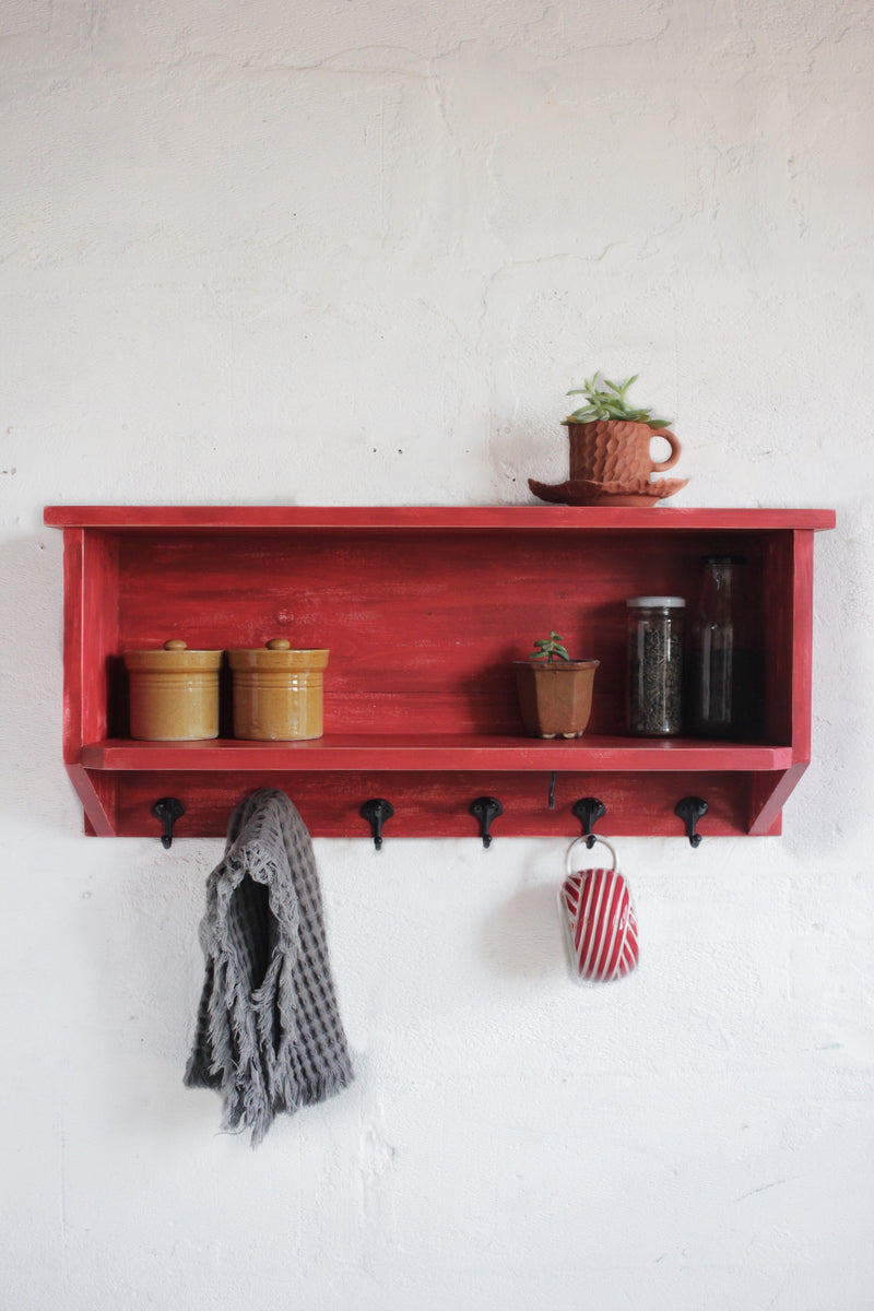 Crate shelf + Hooks