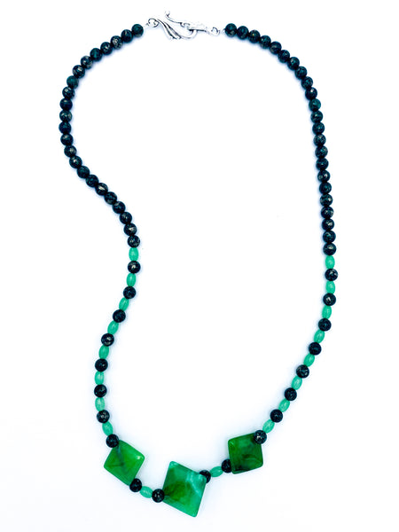 Light and dark green necklace
