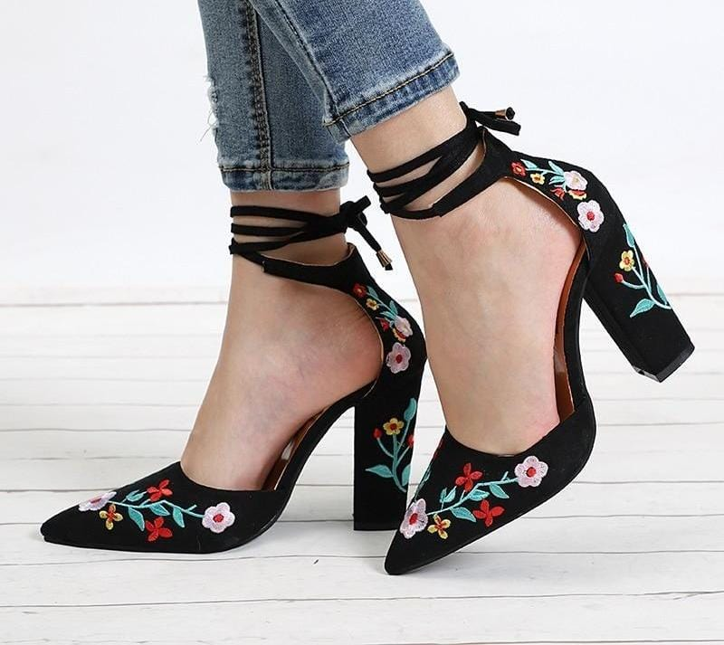 Flower Embroidery Pointed Toe Pumps Black