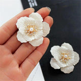 Pearl Flowers White Hyperbole Stud Earrings