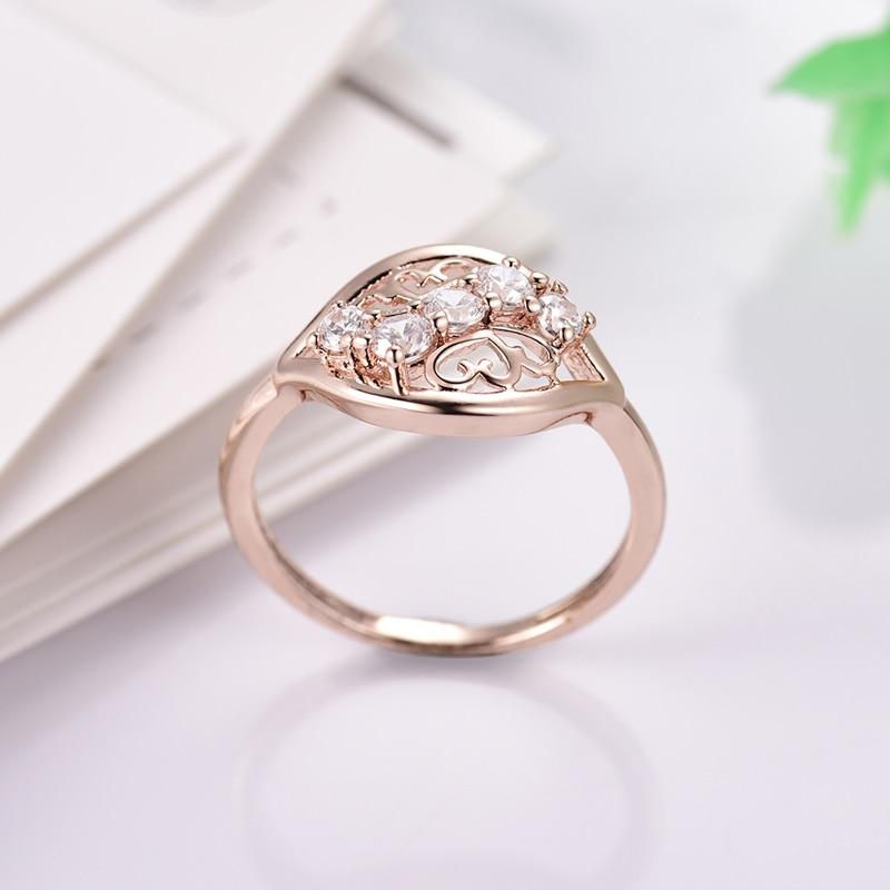 Unique Elegant Crystal Ring
