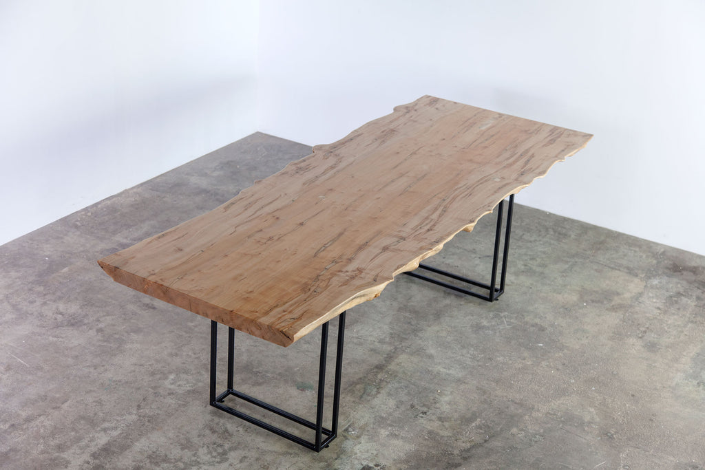 GO/GA DINING TABLE