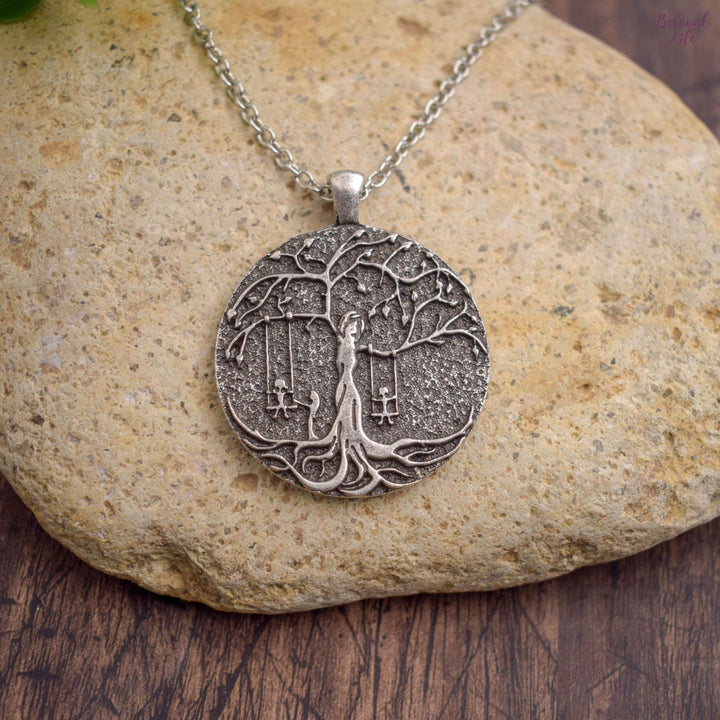 Beloved Life Jewelry: 3 Sisters 'Tree of Life' Pendant Necklace [Silver]