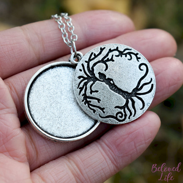Locket Style Woman 'Tree of Life' Pendant Necklace [Antique Silver]