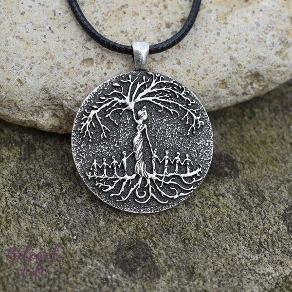Beloved Life Jewelry: Grandmother & 8 Grandchild 'Tree of Life' Pendant Necklace [Silver]