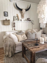 long horn skull accent piece in living room