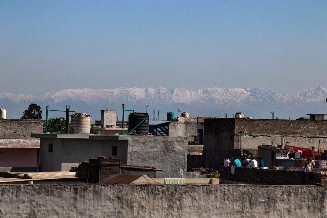 Mountain range in Himachal Pradesh visible
