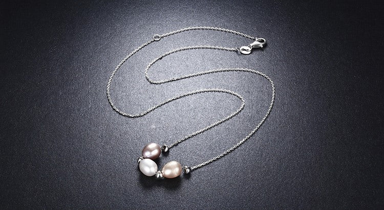 Short Silver Necklace With Freshwater Pearls - PicaPicaBeauty