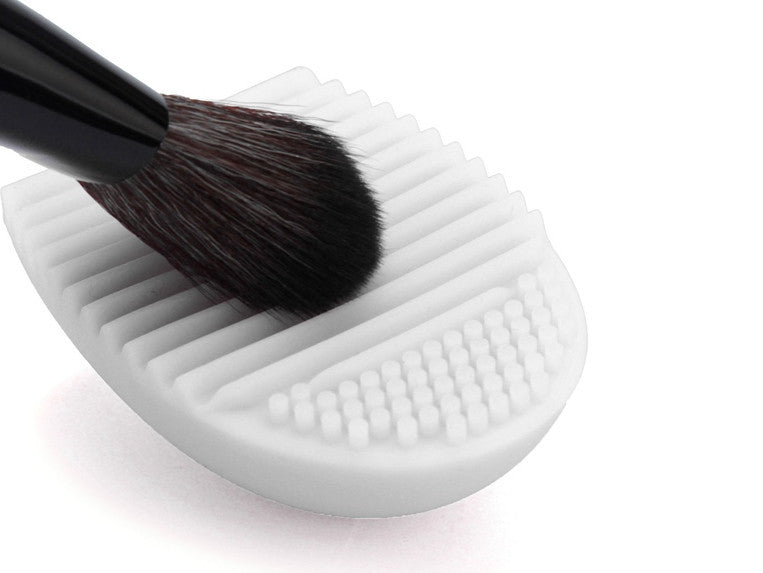 Brush Egg - cosmetic tools cleaner - PicaPicaBeauty