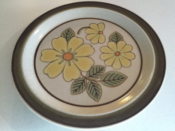 "Mid Modern Premiere Potters Kraft Pottery Large Plate Serving platter, ""Lazy Daisy"" Yellow Flower"