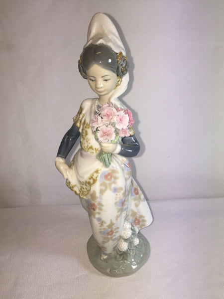Lladro Girl With Bouquet Of Flowers Llardro 1304 Rare