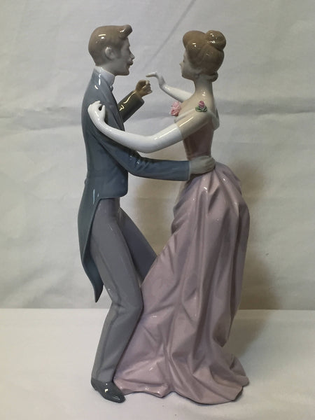 ON SALE - Lladro Anniversary Waltz  #1372