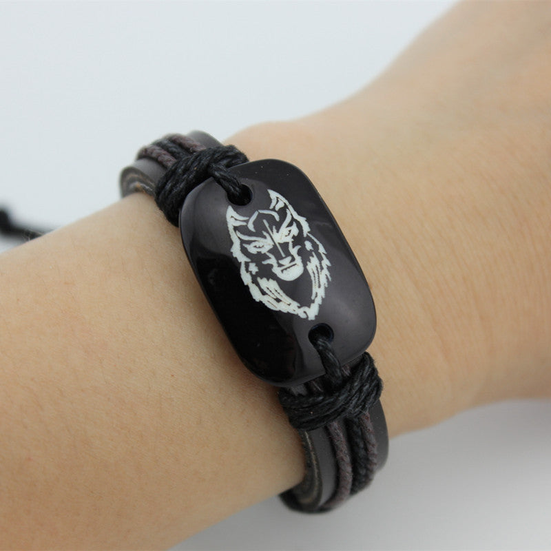 Classic Men's Leather Bracelet Resin Carved Wolf Leather Bracelets