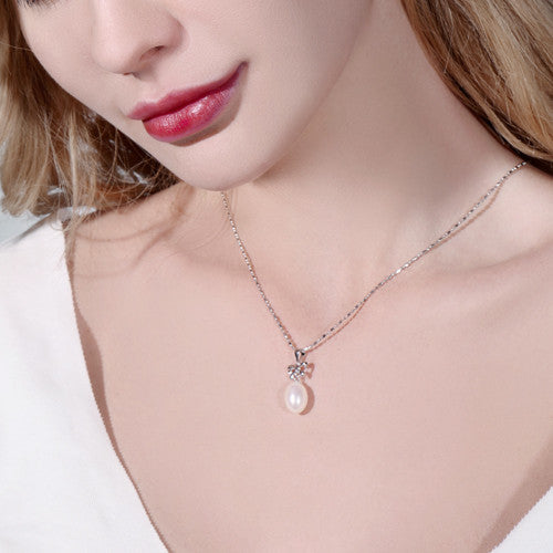 DAIMI Simple Nice Bowknot Necklace 8.5-9mm Natural White Pearl Pendant