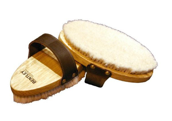 E.11102-19cm-Body-Brush-Leather-Strap-Soft-Goat-Hair-600x424.jpg