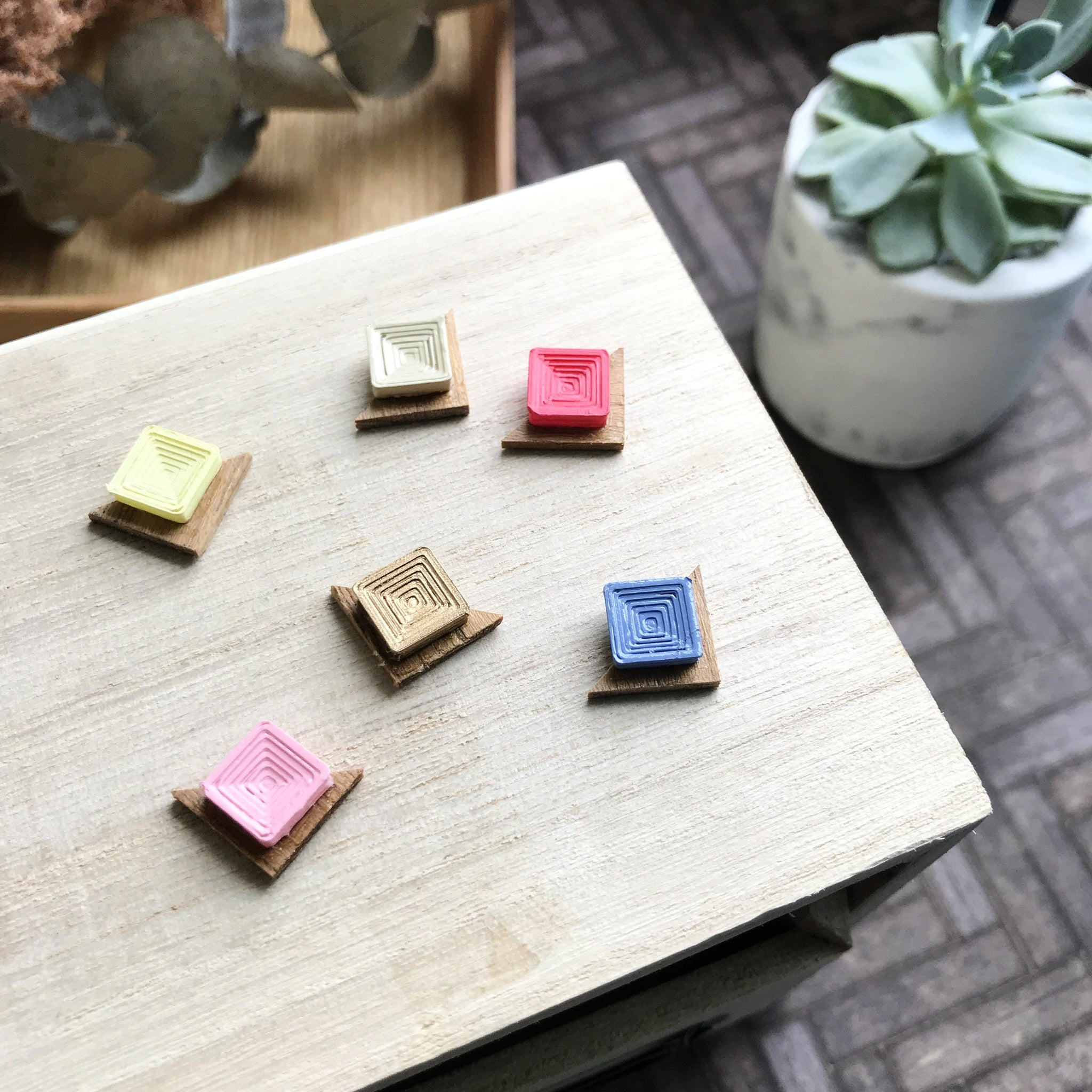 Mini coloured studs
