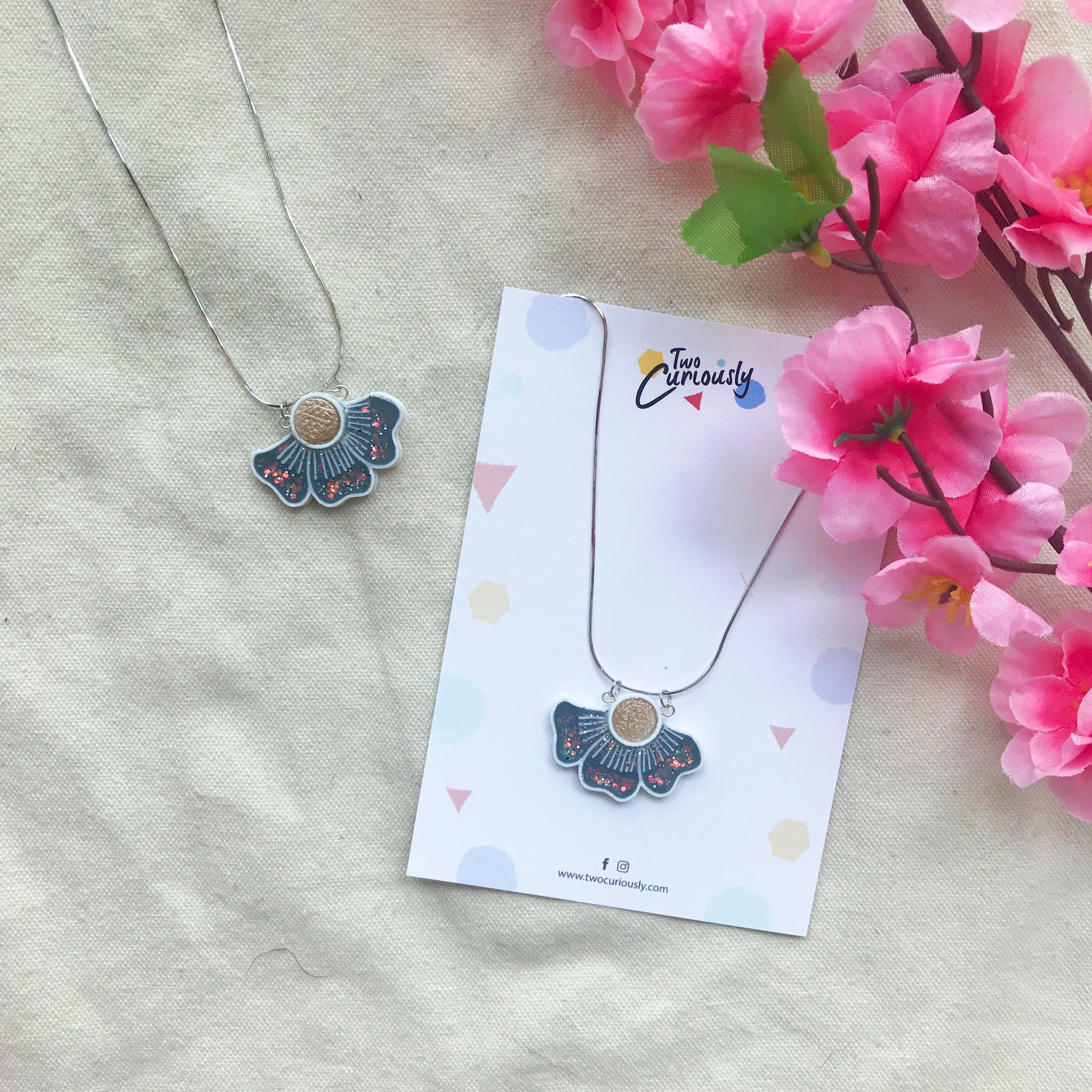 The bloom necklace