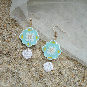 Walking on Klouds Flower Charms (preorder)