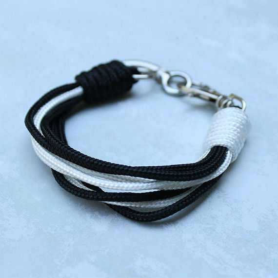 Paracord Bracelet (black and white)