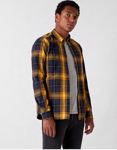Wrangler LONG SLEEVE ONE POCKET SHIRT IN SPRUCE YELLOW