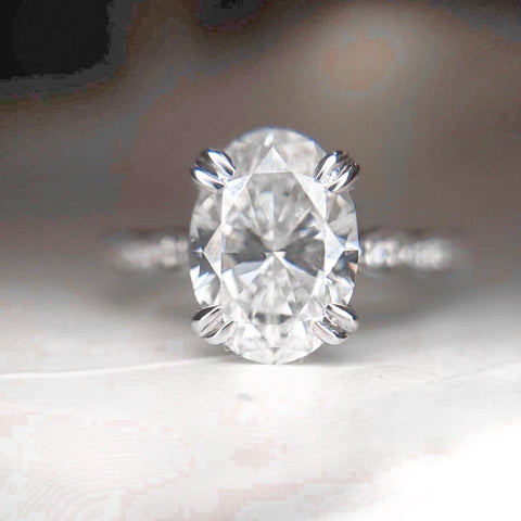 14k white gold oval diamond engagment ring with double claw prongs