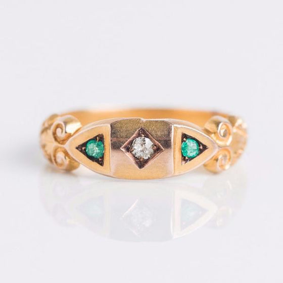 Retro Diamond and Emerald Gold Filigree Ring