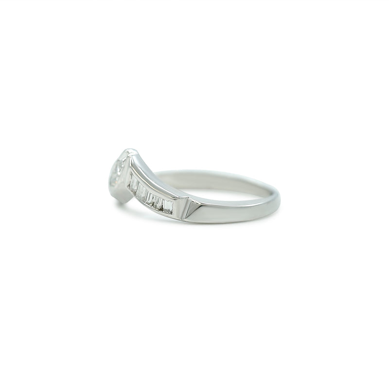 single and baguette cut diamond contour estate band with a white gold band