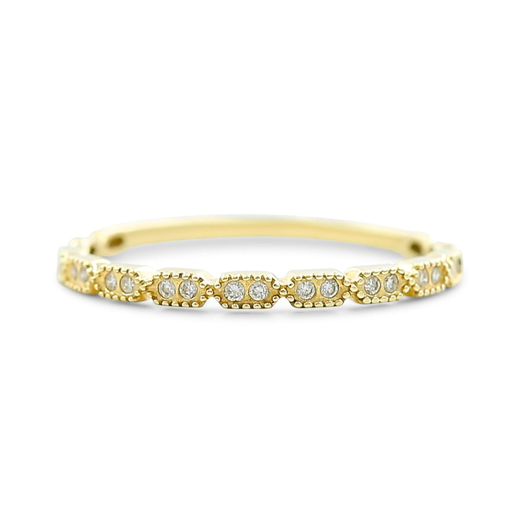 14k yellow gold round diamond wedding band in stations. Anniversary wedding band with 0.08tcw diamonds