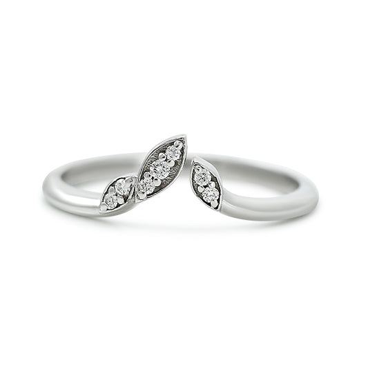 white gold and diamond leaf wedding band with leaf details
