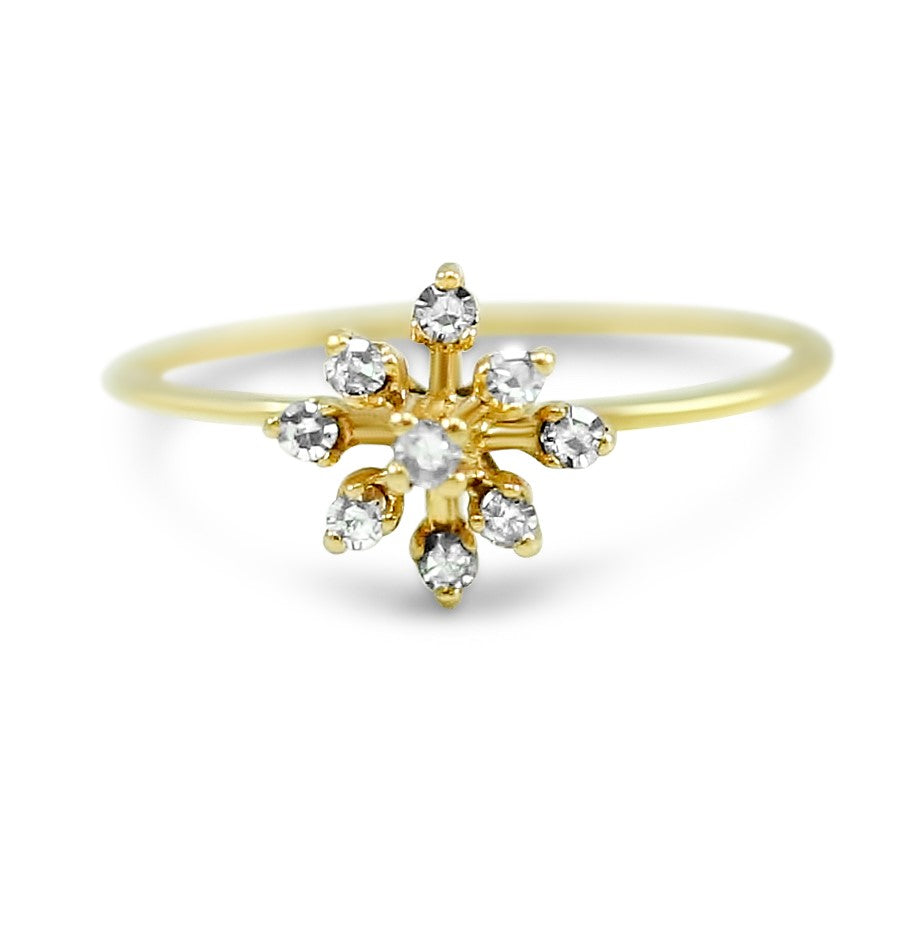 18k yellow gold diamond estate ring. Flower pattern prong set single cut diamond ring