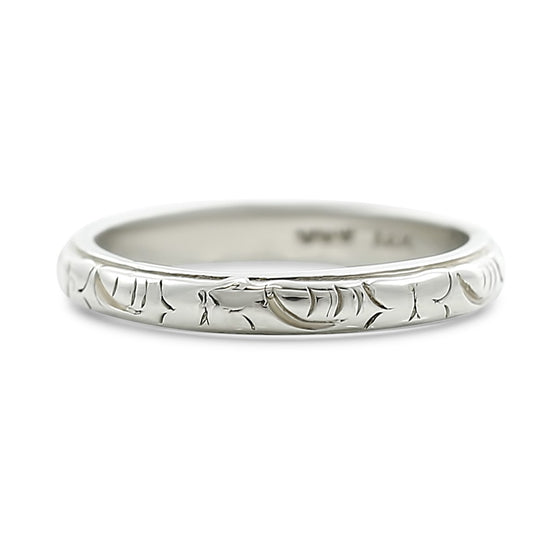 18k white gold estate wedding band with engraved pattern all the way around the band