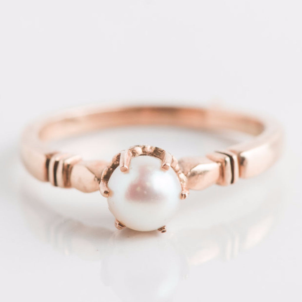 yellow gold and pearl ring