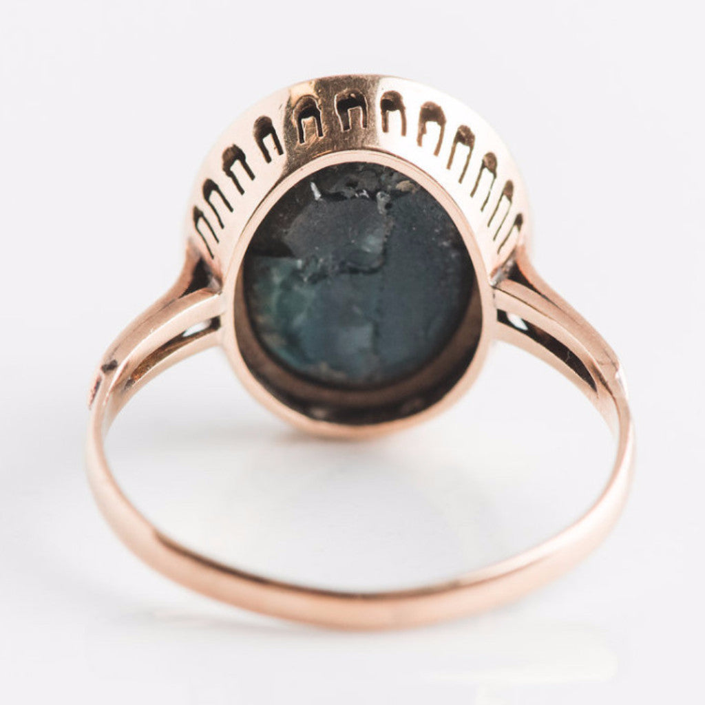 black star sapphire and yellow gold ring