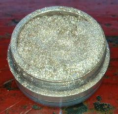 highly pigmented eye shadow glittery gold