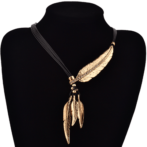 Feather Necklace - Caxato