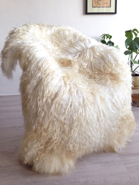 XL sheepskin rug with curly fur
