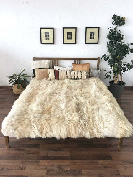 Ivory Plush Sheepskin Bed Cover / Rug