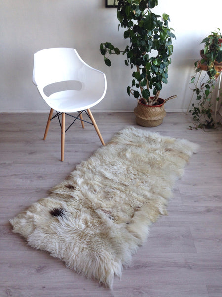 Sheepskin Patchwork Rug in Mixed White and Beige