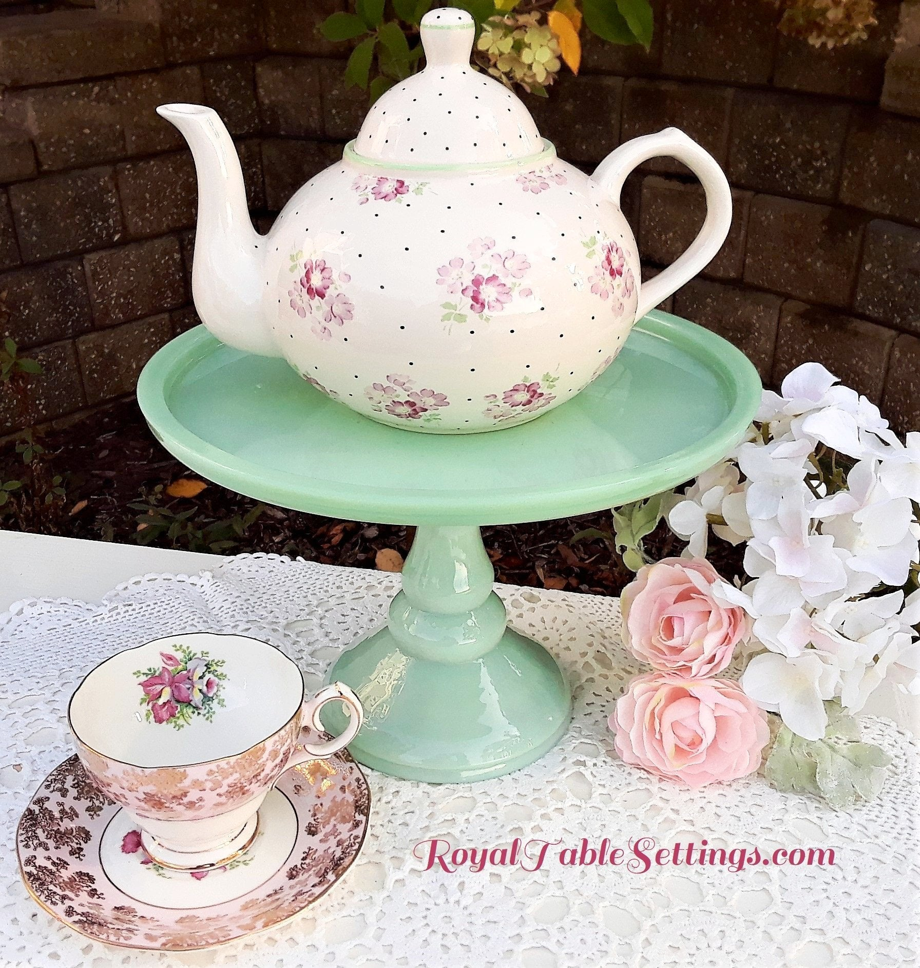 Country Teapot with Green Pedestal Cake Stands