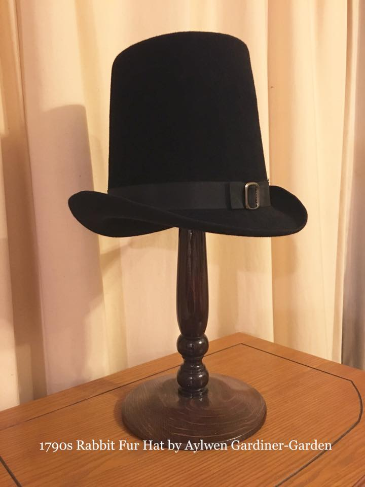 1790s Black Tapered-Crown Round Hat
