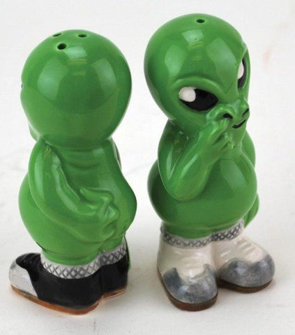 Alien Pickers Salt And Pepper Shaker Set